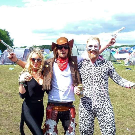 #secretgardenparty #bestfestivalever #fancydress #fuckinglovethesetwo ???? #pootopia  #cat #cowboy & #crackheadsnowleopard